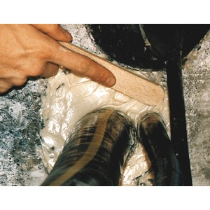 Spachtelmasse zu Abdichtung von Hauseinfuehrungen